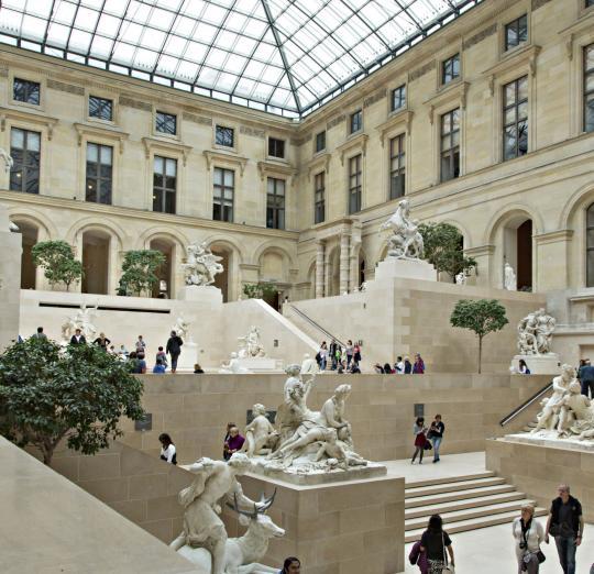 Notre France - Page 4 Musee-du-louvre-interieur